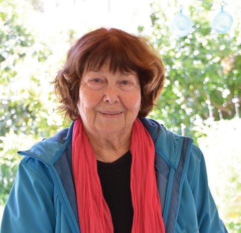 לא כותבת סיפורים פשוטים   ראיון עם הסופרת יונה טפר מיגור